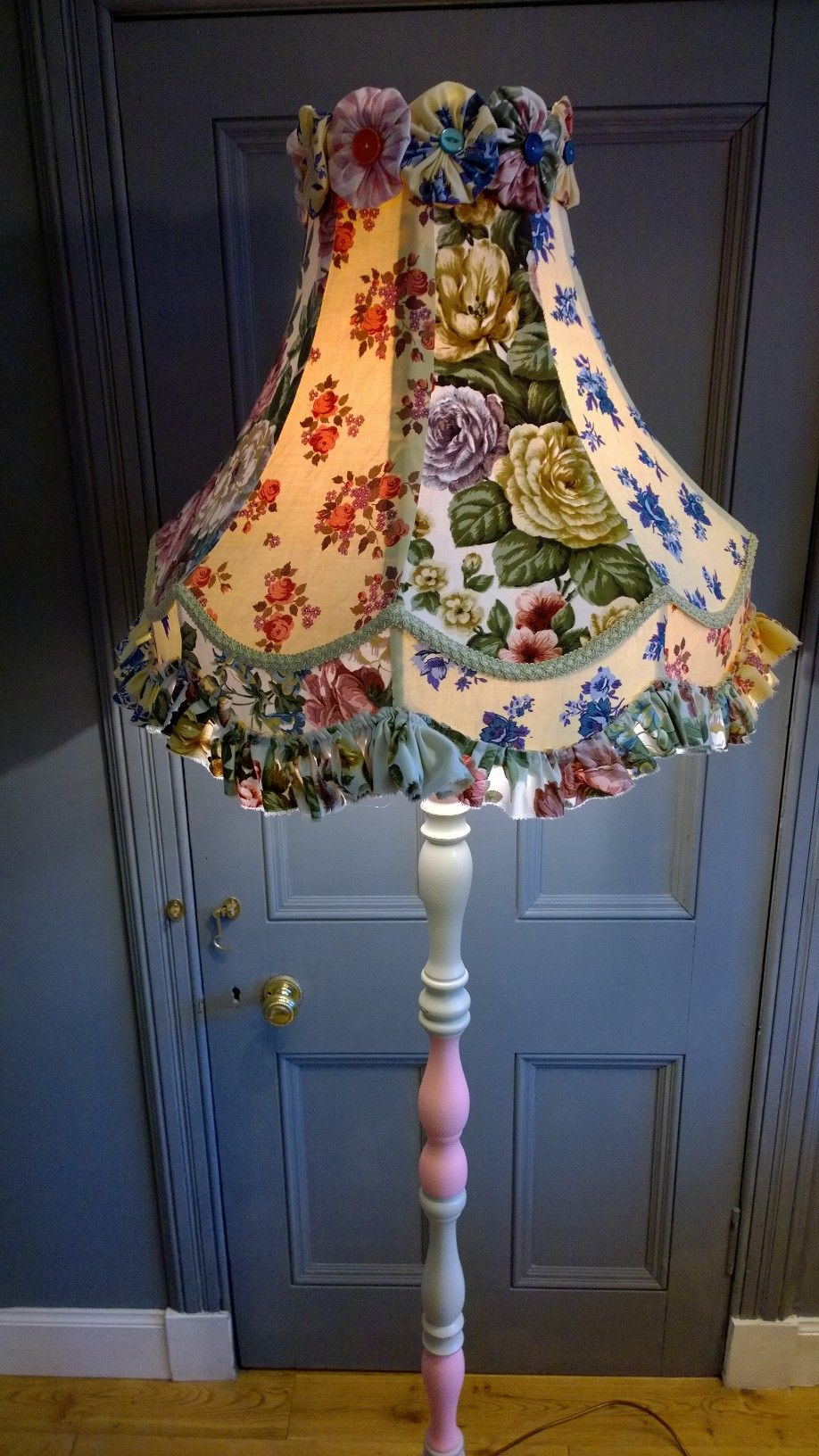 Clarabella Bespoke Table Lamp Using Vintage Chintz Www Clarabellachristie Co Uk Beaded Lampshade Homemade Home Decor Diy Lamp Shade