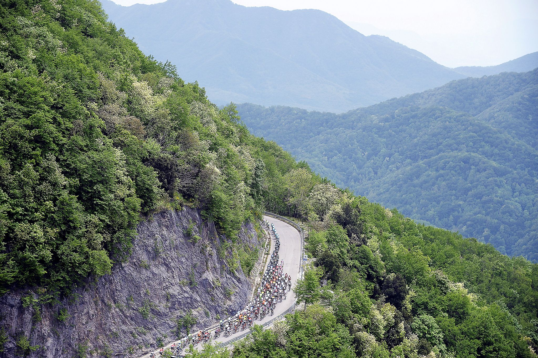 Stage 9 sent the peloton over and around the mountains between Benevento to San Giorgio del Sanno.