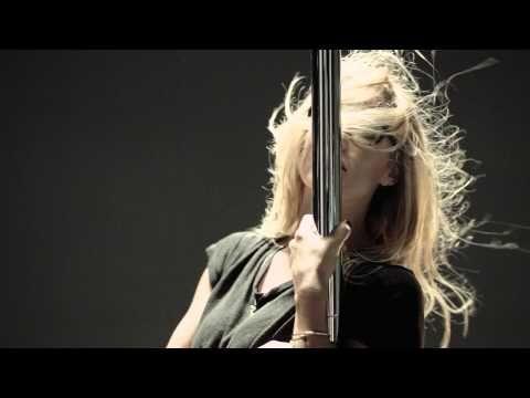 Otro anuncio polémico de la modelo Bar Refaeli | magazinespain.com