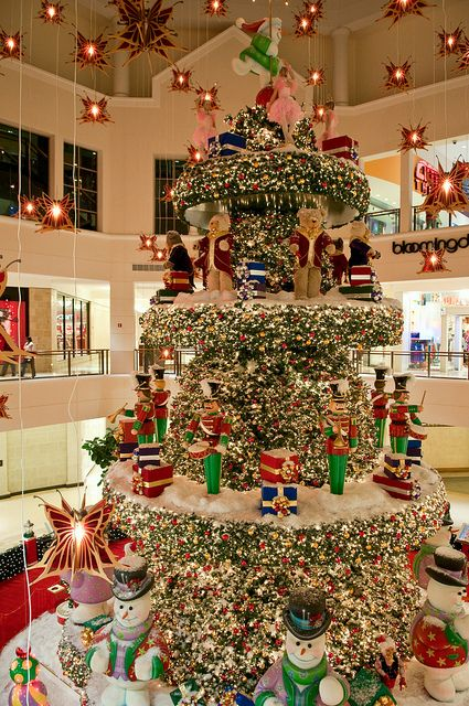christmas decorations aventura mall in miami florida by limewave photo via flickr