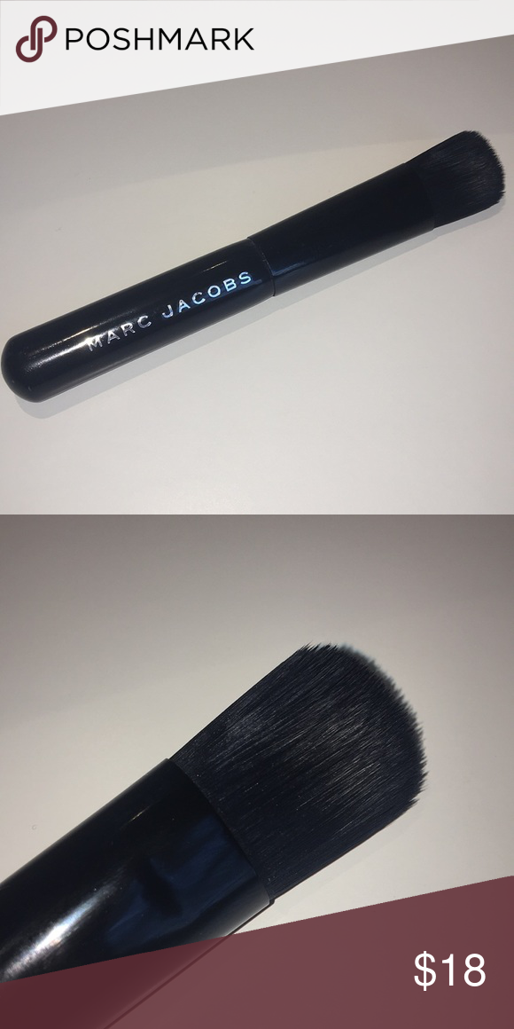 Marc Jacobs Foundation Brush Marc jacobs foundation