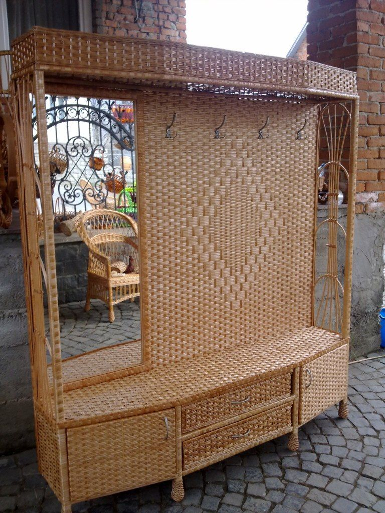 Am hoping this is wicker, am sorry if it isn't, but will pin it as if it is......