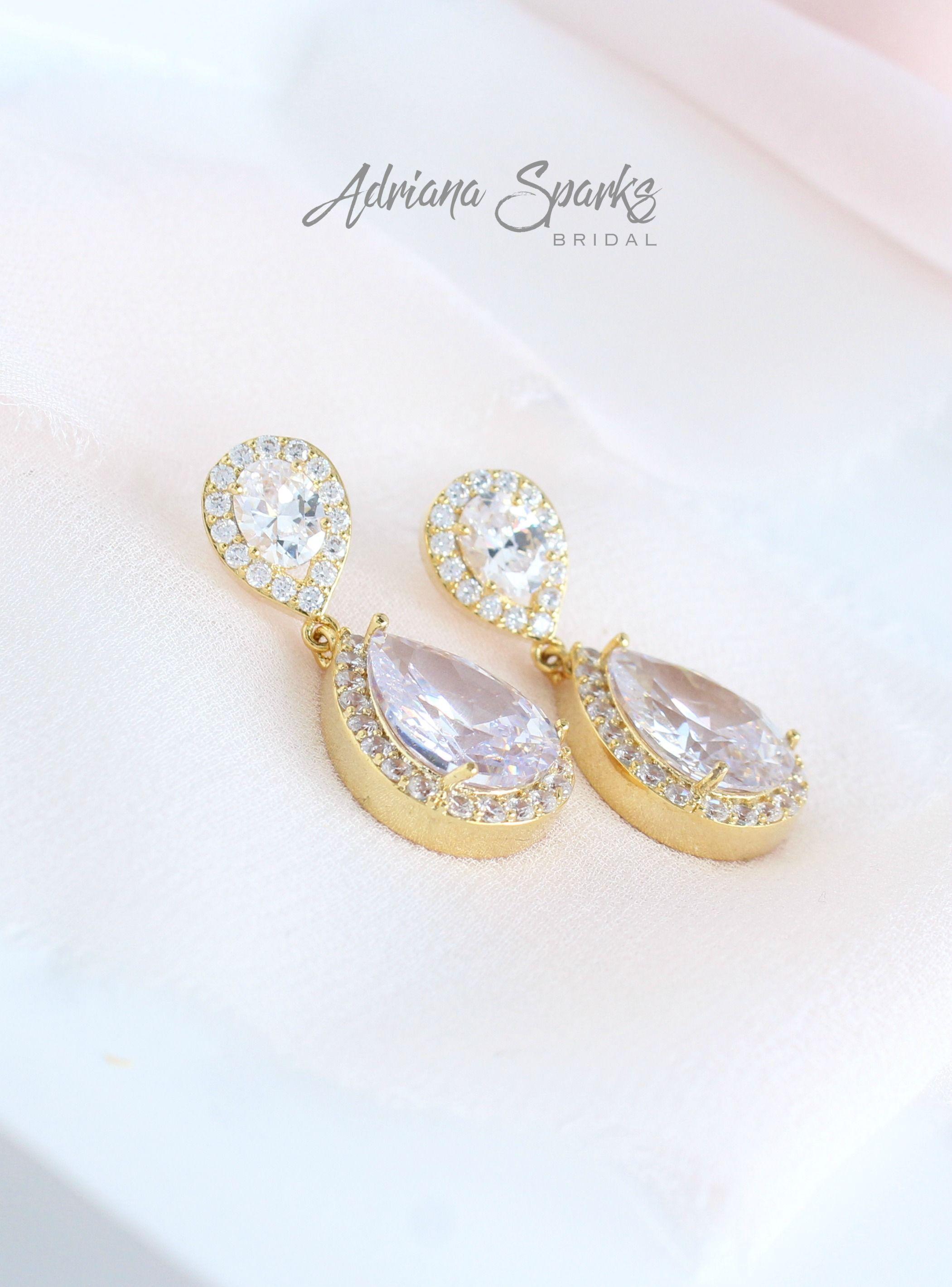 Crystal Drop Bridal Earrings Drop Wedding Earrings Etsy In 2020 Wedding Earrings Drop Bridal Jewelry Vintage Bridal Earrings Drop
