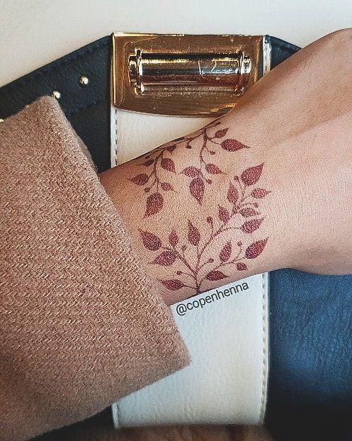"""Henna København on Instagram: """"Back side of the twotoned bracelet � Henna-jagua for outline � Henna for filling ———————————————————————— #twotonedhenna #københavn…"""""""