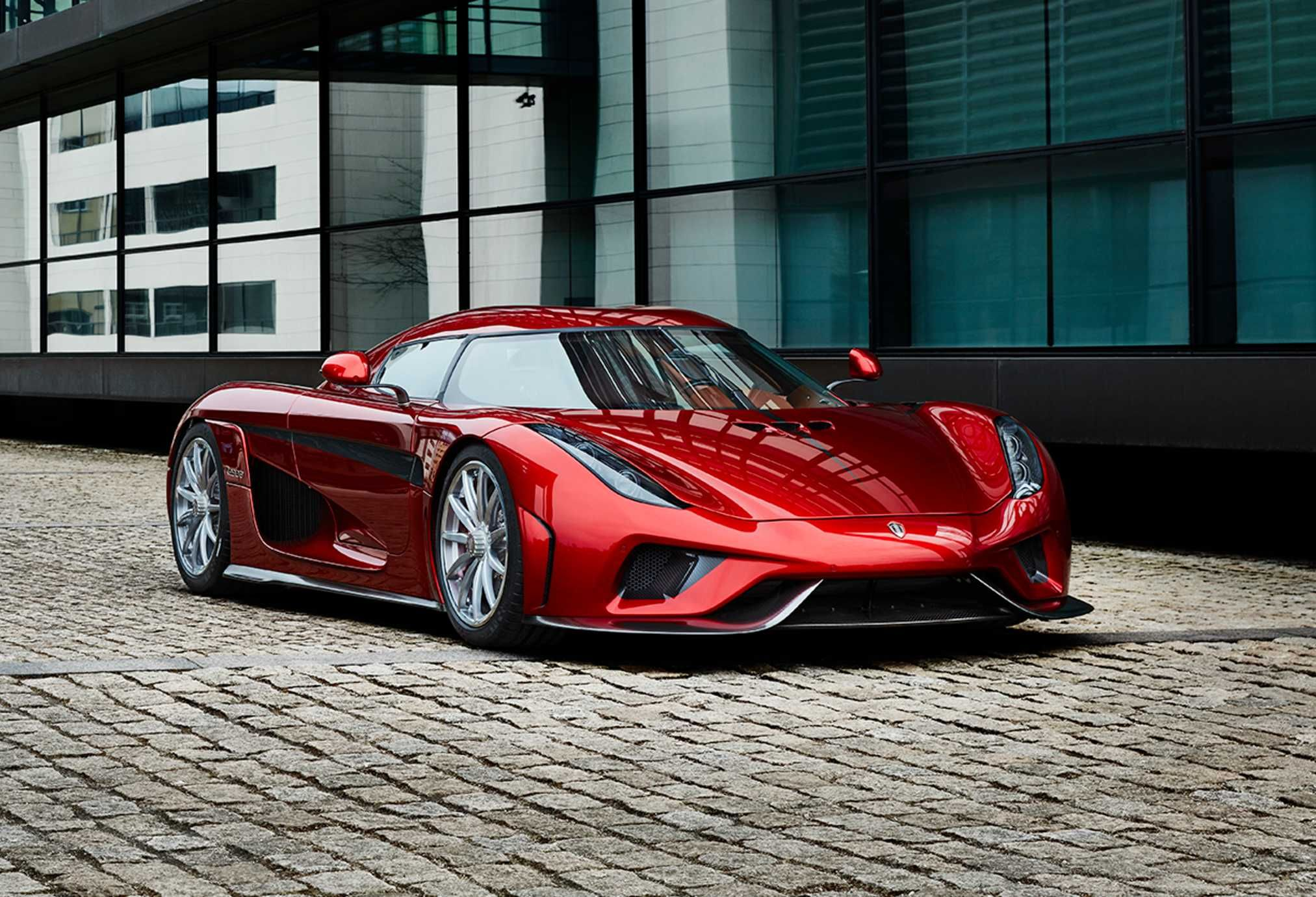 The 2 Million Rolling Sculpture Called The Koenigsegg Regera Routes 1 100 Horsepower From Its Twin Turbocharged 5 0 Lit Koenigsegg Super Cars Super Sport Cars