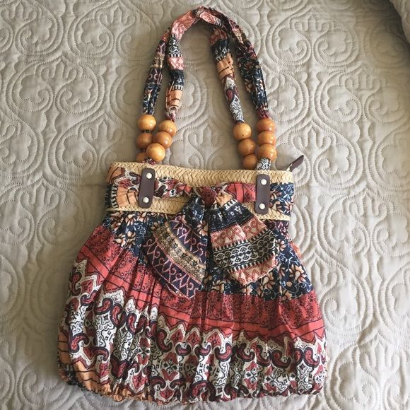 Beautiful purse from Spain It is a beautiful purse that I got in Spain it's a very light and colorful. Bags