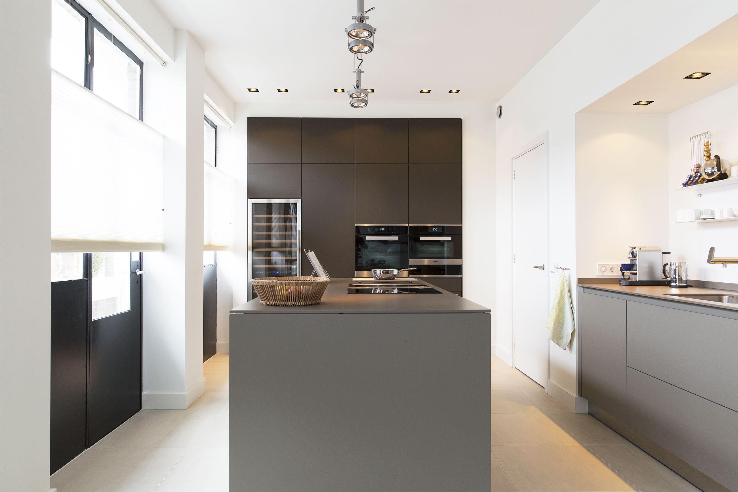 Keuken Organizer Ontwerpen : Leemkleurige bulthaup keuken in een luxe stadsappartement in