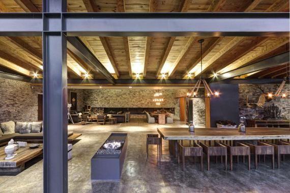 Maison contemporaine Casa VR mixte bois et pierre par Elías Rizo