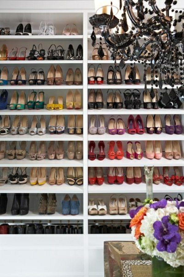 Offenen schrank dekorieren  begehbarer kleiderschrank Offene Kleiderschranksysteme regale idee ...