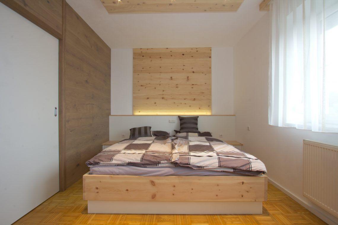 Zirbenschlafzimmer zur Erholung - Listberger Tischlerei  Zimmer