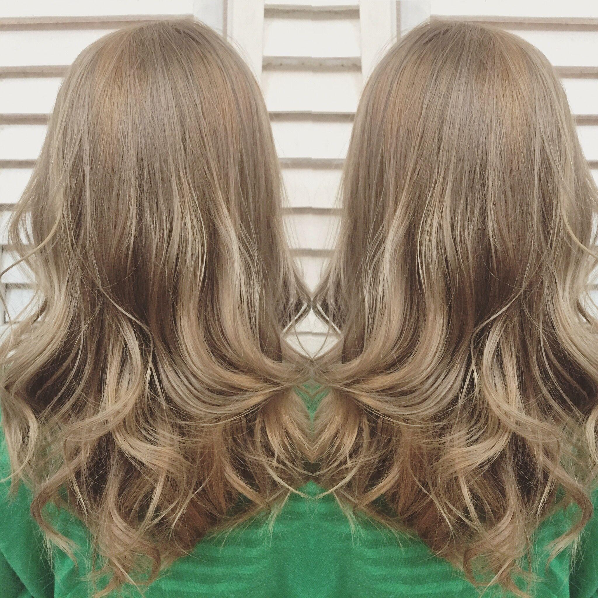 ミルクティーベージュ ハイベージュグラデーション グラデーション ヘアカラー ミディアムロング 髪 色