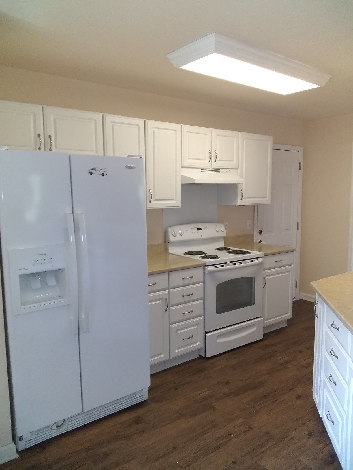 Move In Cleaning Complete Move In Cleaning Cleaning Service Kitchen Cabinets