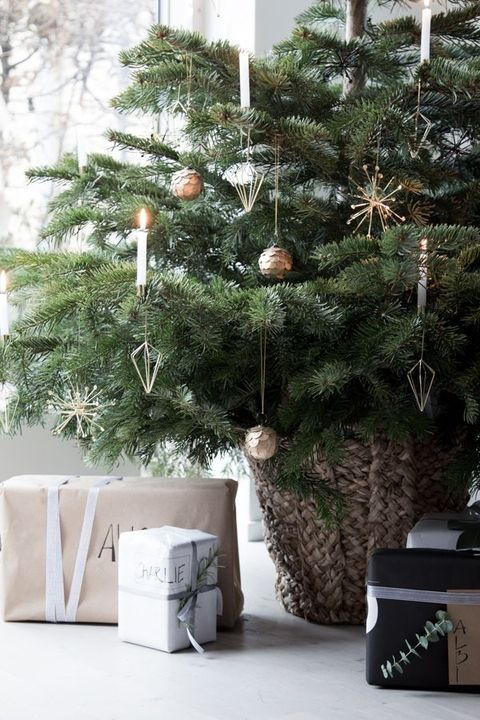 These Christmas Bedroom Ideas Prove That Decorating Doesn't End in the Living Room #kerstboomversieringen2019