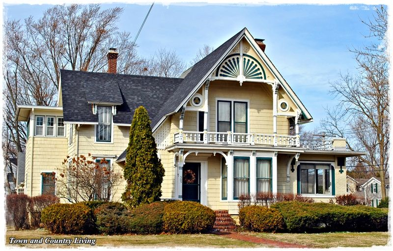 Yellow Victorian House Old Houses Victorian Homes Classic House