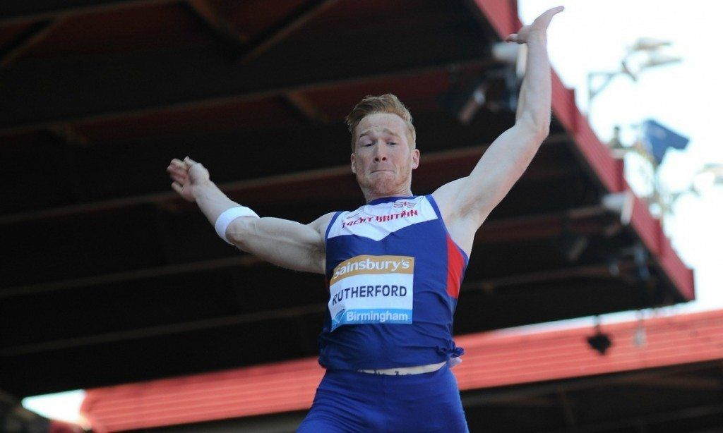 """Greg Rutherford vince una gara di salto in lungo """"da fermo"""" organizzata nel suo…"""