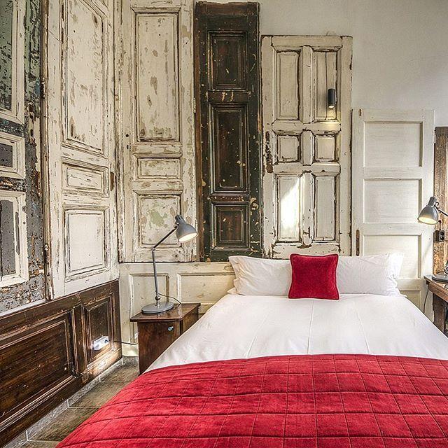Отличный интерьер в стиле #лофт и обзор от @ilikeloft бутик отеля в Будапеште #BrodyHouse. Нам нравятся двери в качестве декора, а вам?  #лофт #loft #винтаж #doorsbrothers #дизайнинтерьера #interiordesign