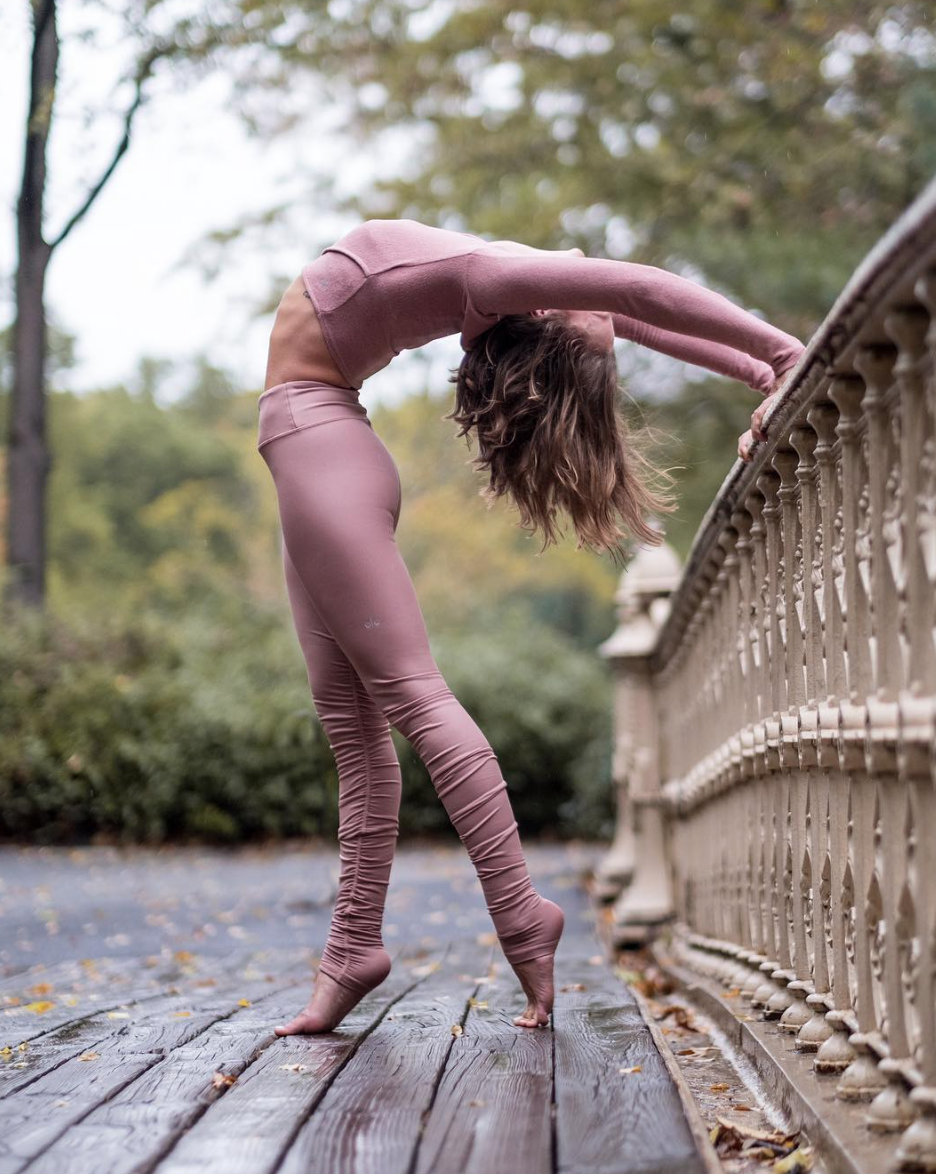 6904dc70ac @jessicaolie is a vision in our new Rosewater @aloyoga Idol Legging  #aloyoga #beagoddess