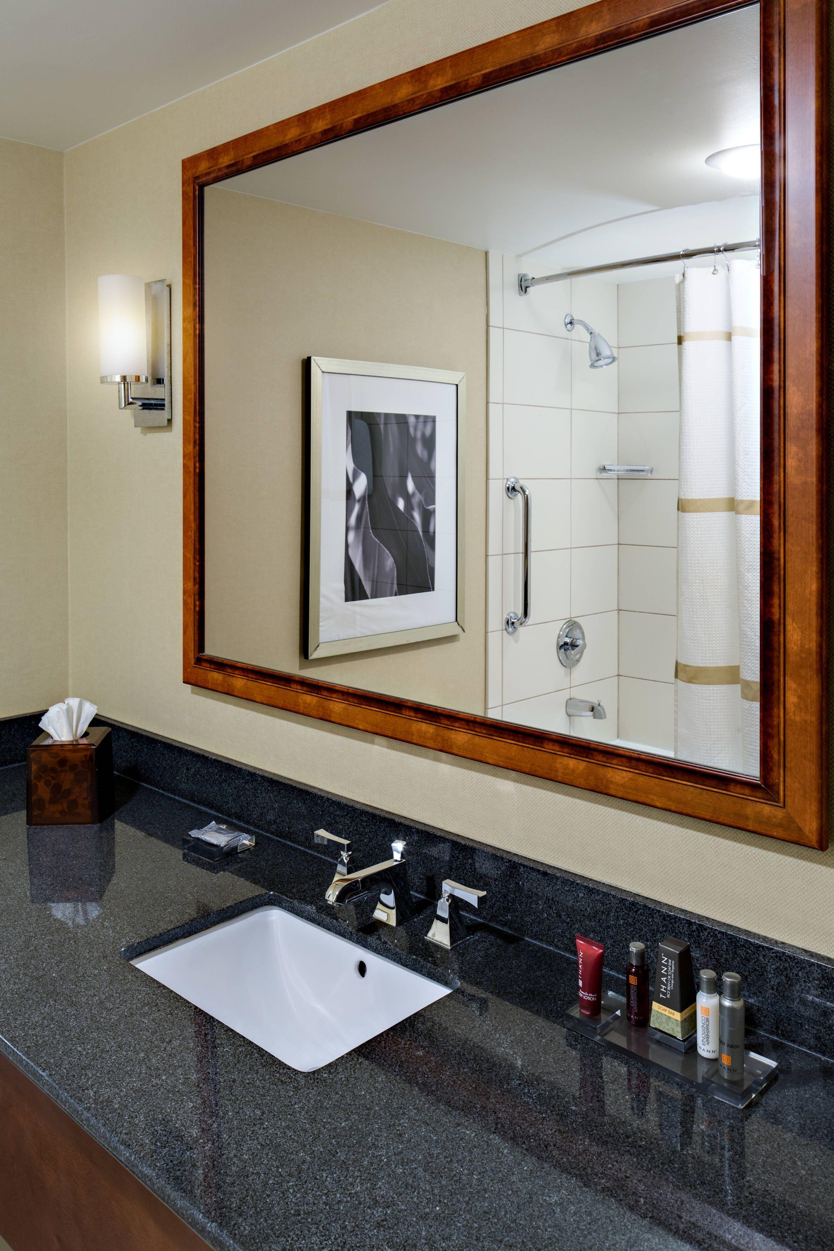 Cedar rapids marriott bathroom happy hotel guestroom