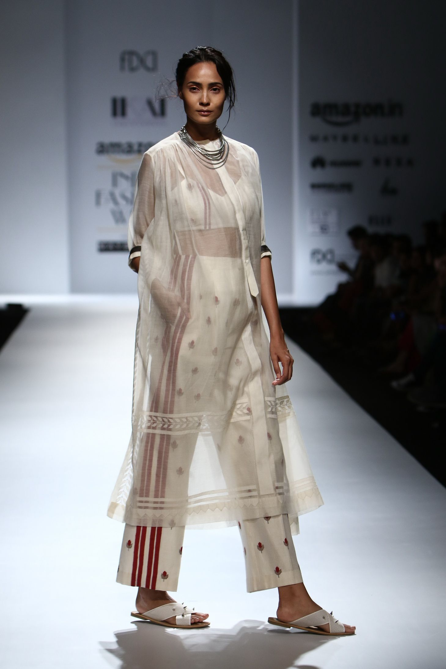 All The Looks From Ikai By Ragini Ahuja At Amazon India Fashion Week Spring Summer 2017 With Images India Fashion Week India Fashion Fashion