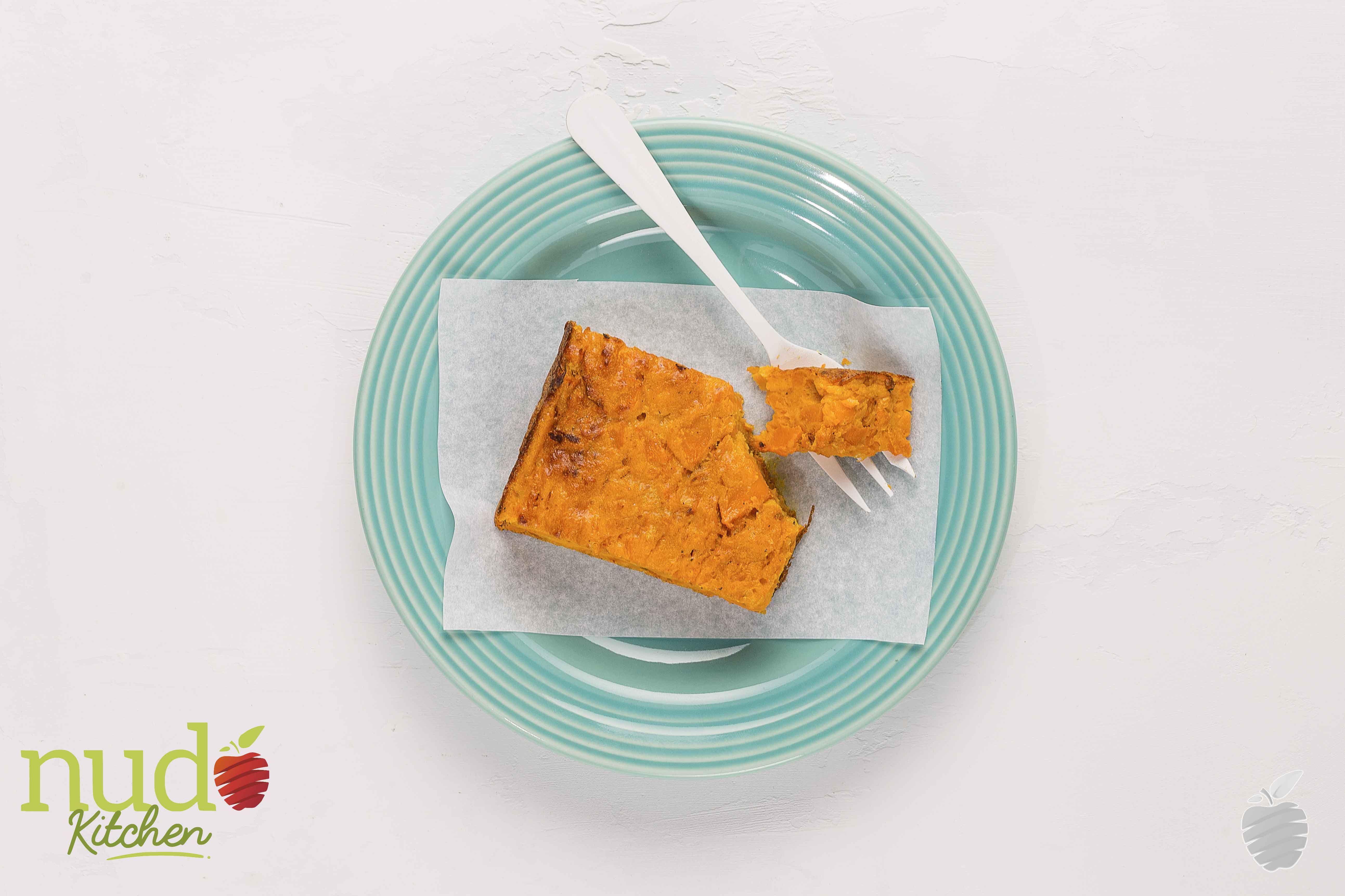 Torta de ahuyama. Mezcla de ahuyama horneada en brasa, con huevos, nuez moscada rallada y queso fresco, cocida al horno.
