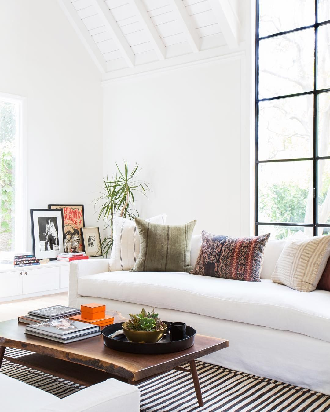 How to Style Your Coffee Table According