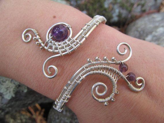 un bracelet sur fil gain finement la main en argent sterling avec perles en am thyste. Black Bedroom Furniture Sets. Home Design Ideas