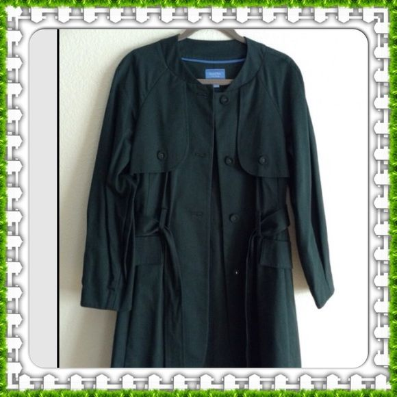 Coat Hunter green Vera Wang coat.  Very nice worn twice. Pictures don't do it justice. Vera Wang Jackets & Coats