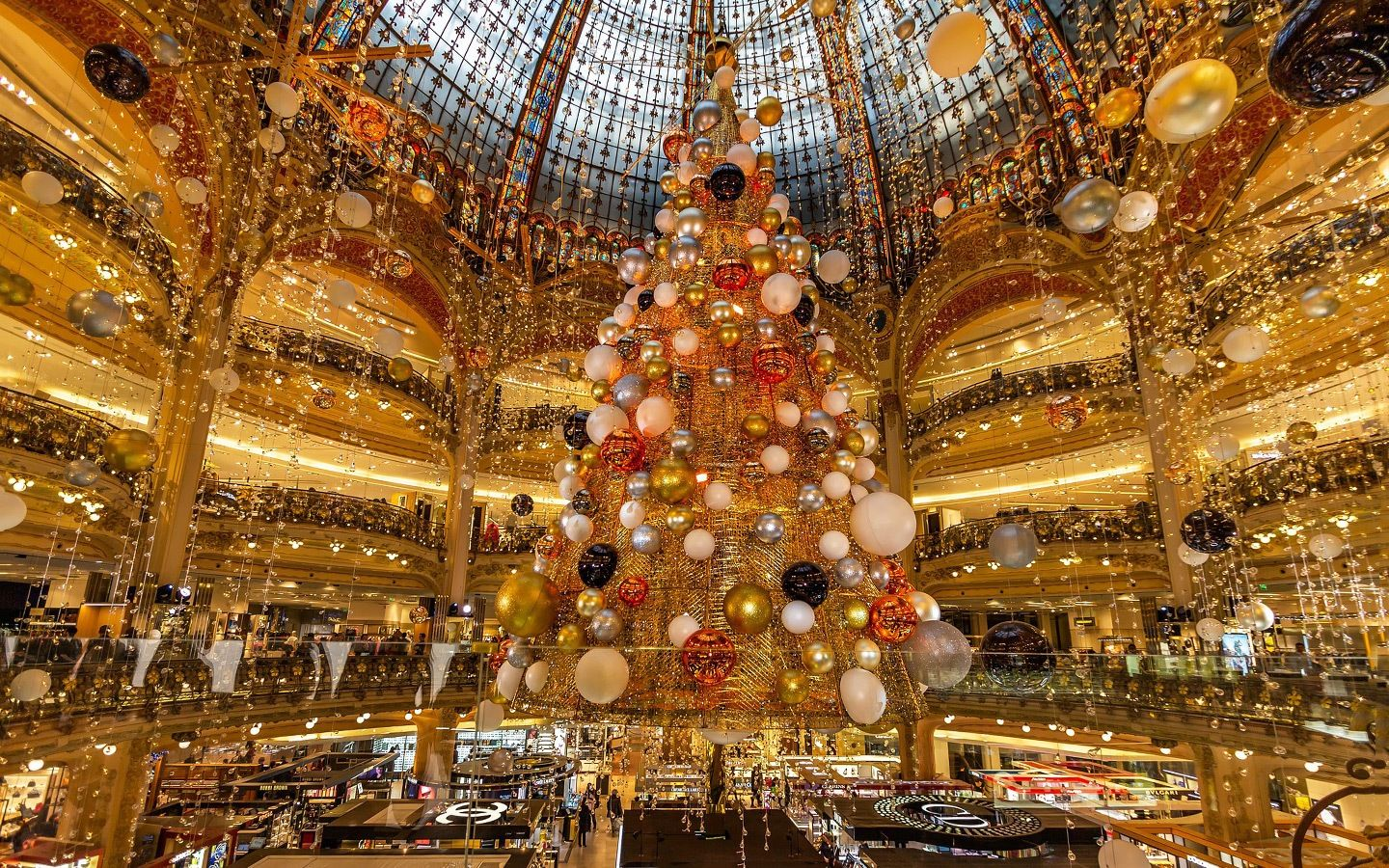 11 Reasons to Head to Paris During the Holidays