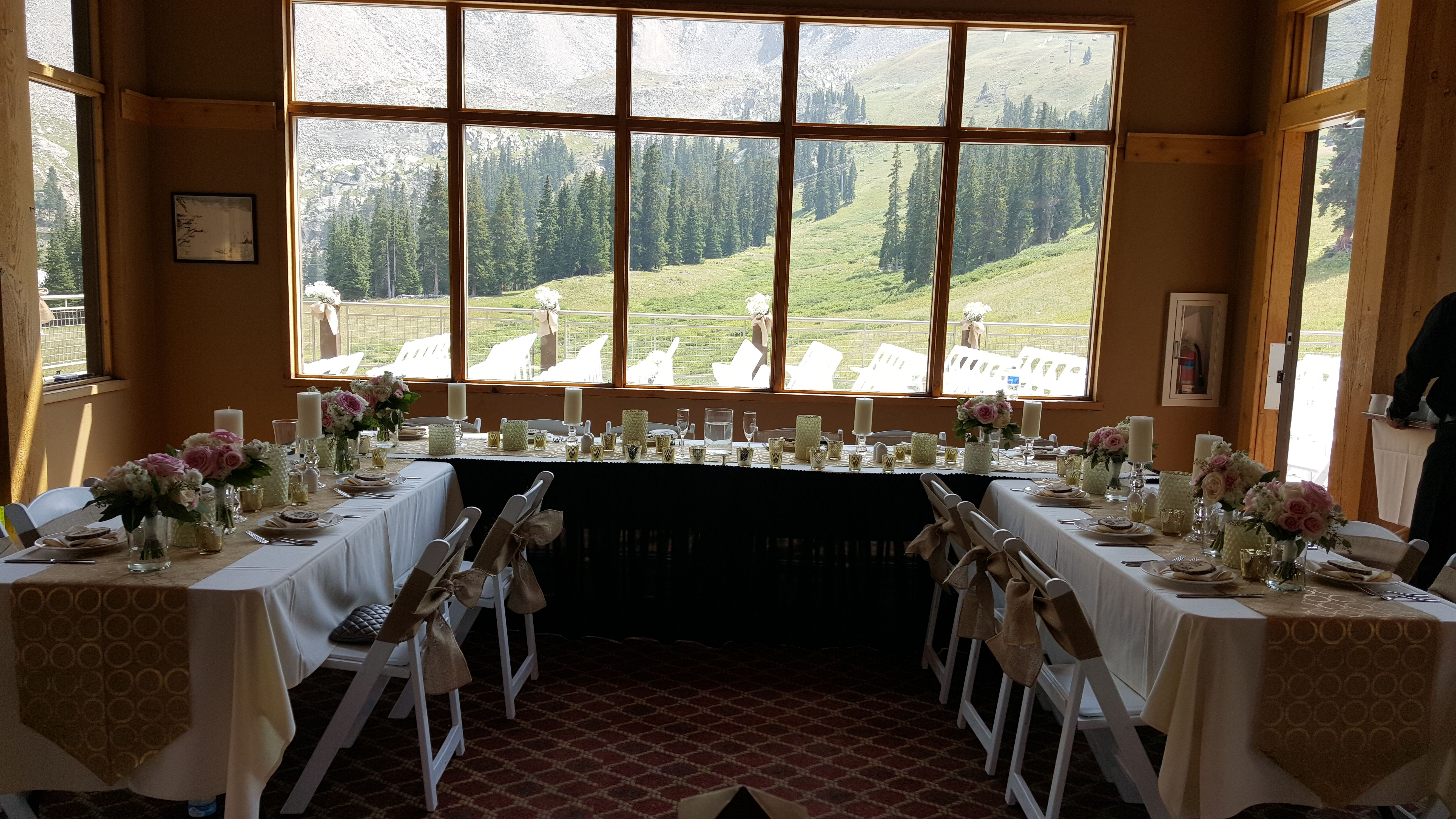 this horseshoe shaped head table can accommodate the