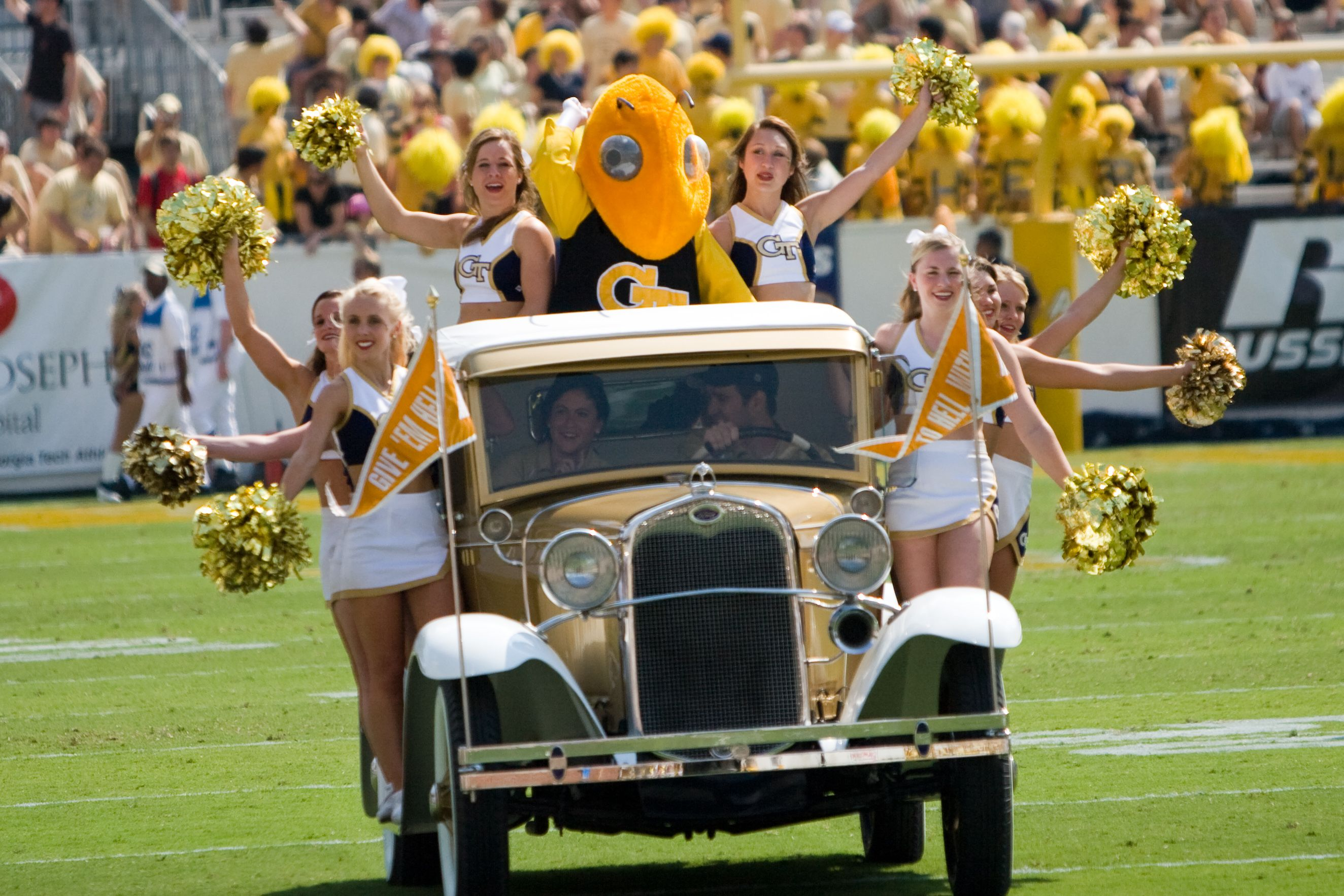 Gt Cheerleaders Buzz Georgia Tech Yellow Jackets Football