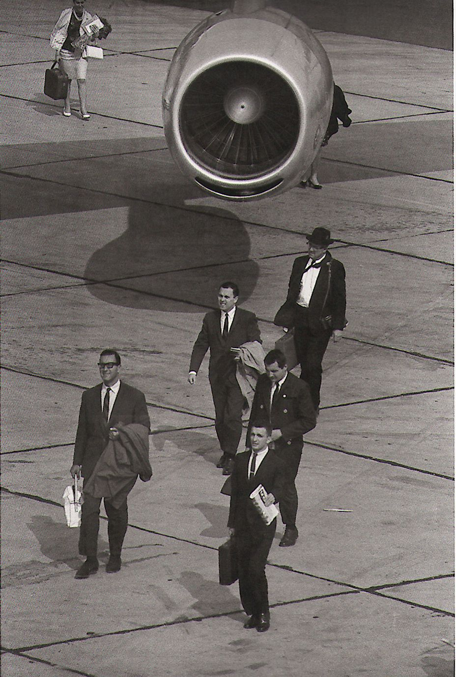 Photo From Arrivals Departures The Airport Pictures Of Garry Winogrand Garry Winogrand Street Photography Photography