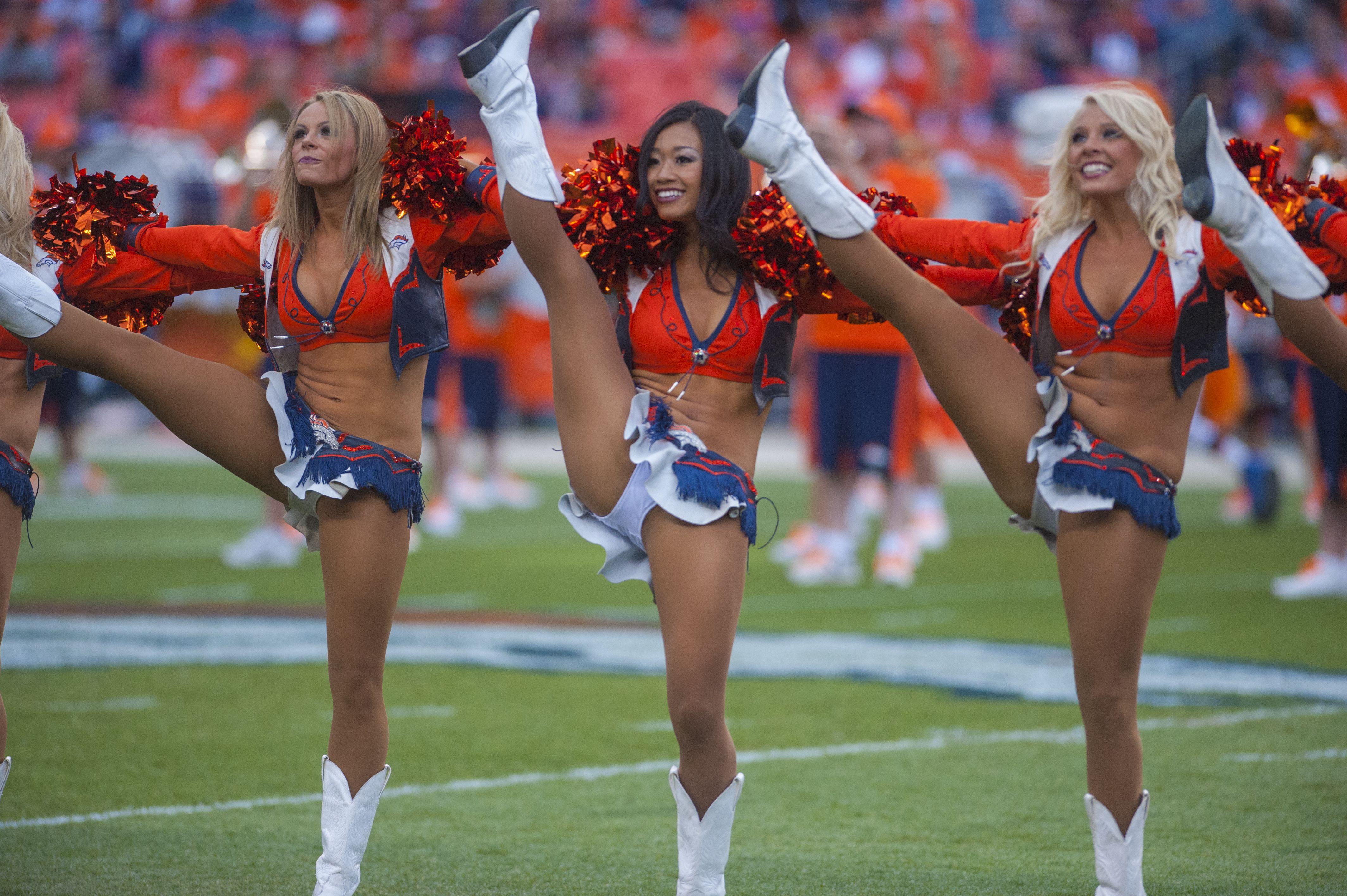 File:Dallas Cowboys cheerleaders Kick Line.jpg - Wikimedia Commons