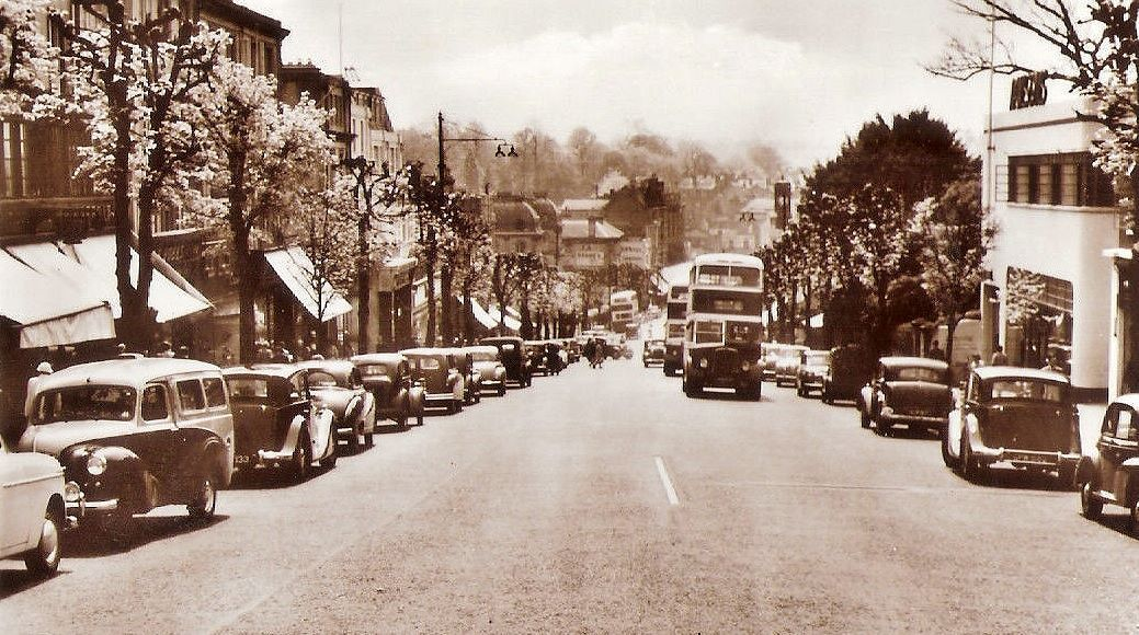 Two Maidstone & District buses on Mount Pleasant c1956.