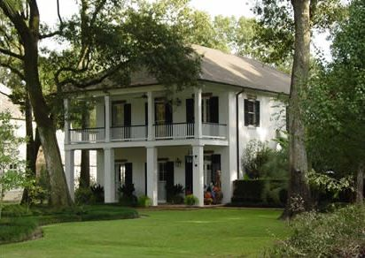 Manicured landscaping great traditional house with double for Old southern style homes