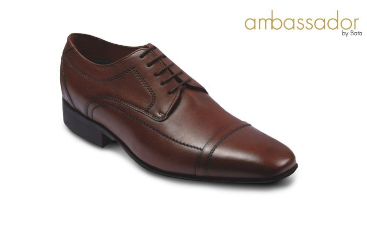 Brown formal laces up shoe. by Bata