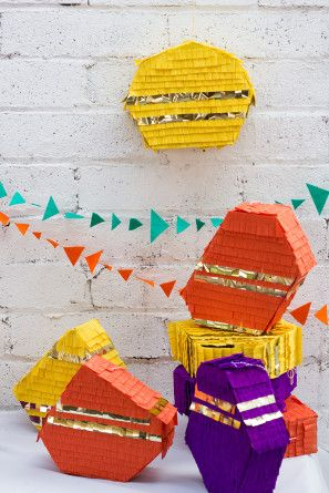 Preciosas piñatas para una fiesta geometrica / Cool piñatas for a DIY party