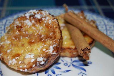 """He probado a hacer mis primeros pasteis de Belem, unos pastelitos que me encantaron cuando visité Lisboa..no dejeis de probarlo si vais. Encontré la receta en """"Las recetas de Marichu y las mías"""" y quedan igual que los portugueses! La receta es muy sencilla, os la paso: Ingredientes: 2 placas … Seguir leyendo >>"""