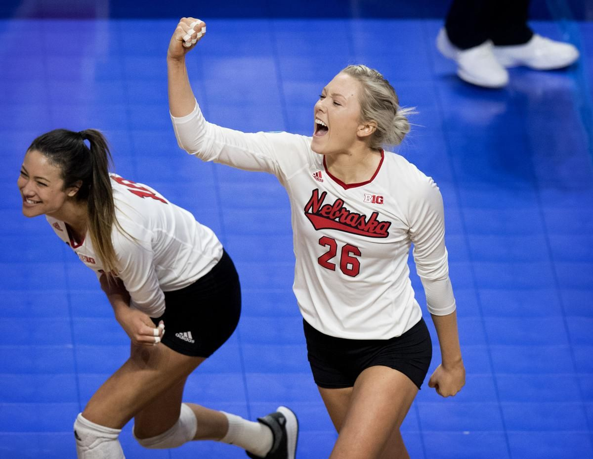 Photos The Huskers Battle With Kentucky In The Sweet 16 For A Spot In The Elite Eight Volleyball Inspiration Volleyball Pictures Volleyball Team Pictures