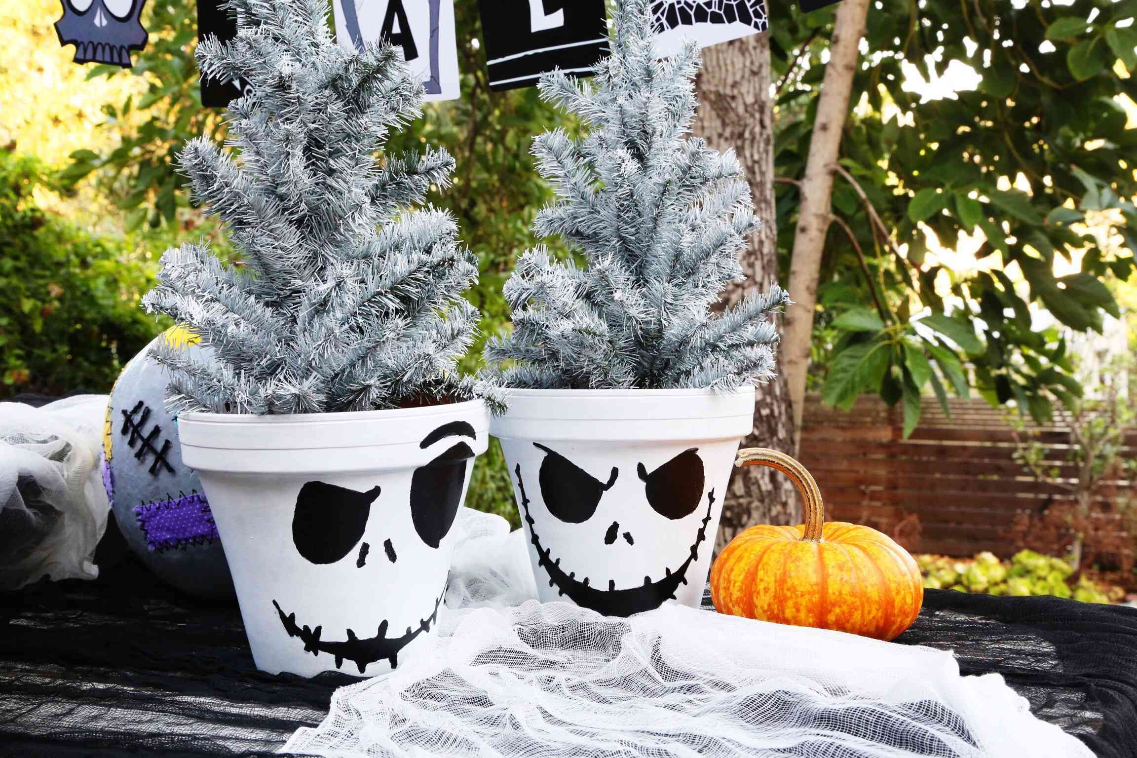 We couldn't resist posting some of our favorite Halloween planters - we hope you enjoy them too. ‪#‎drainsmart‬ ‪#‎containergardening‬ ‪#‎gardening‬ www.drain-smart.com