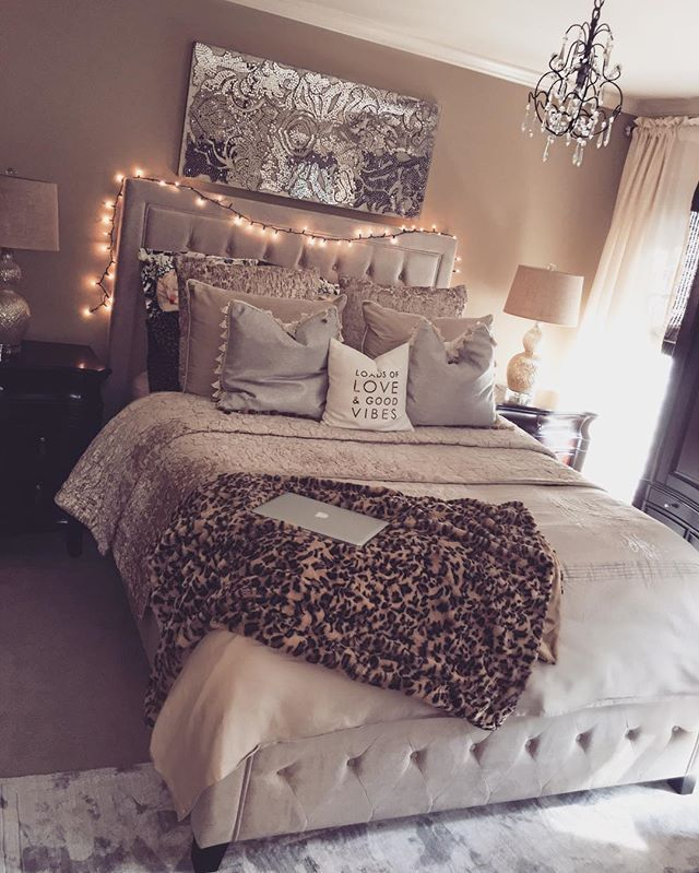 I did this room little by little looking for all the right stuff