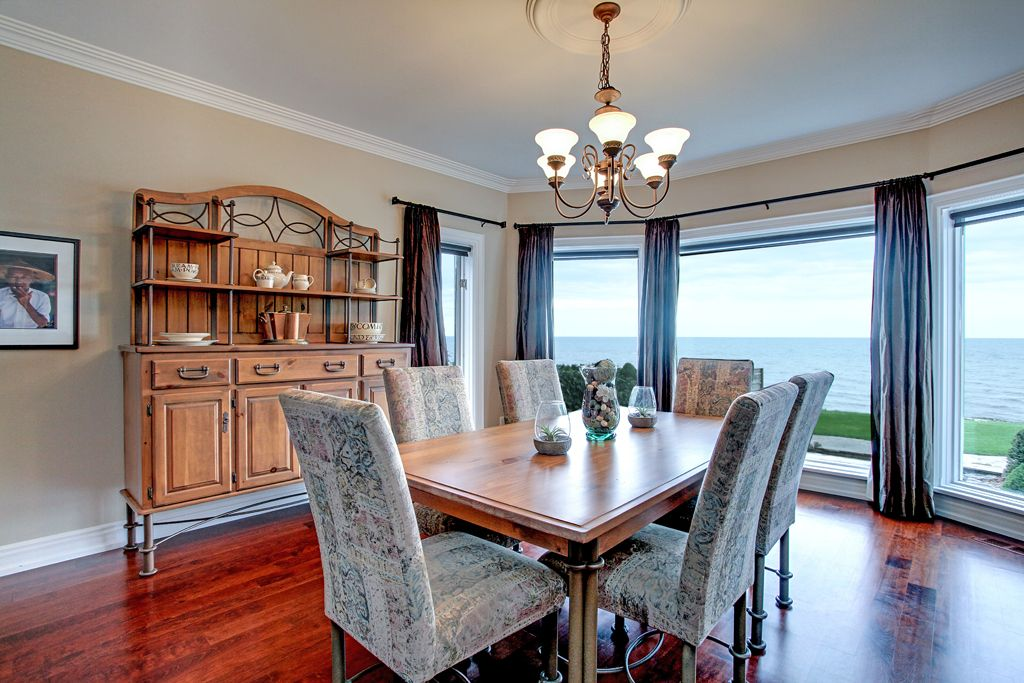 Maximize views by facing the window in your dining room. 3110 Seneca Drive, Oakville