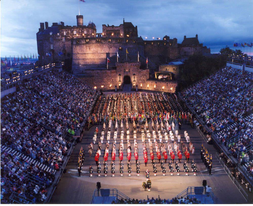 Edinburgh military tattoo on top of the edinburgh castle for Scotland military tattoo