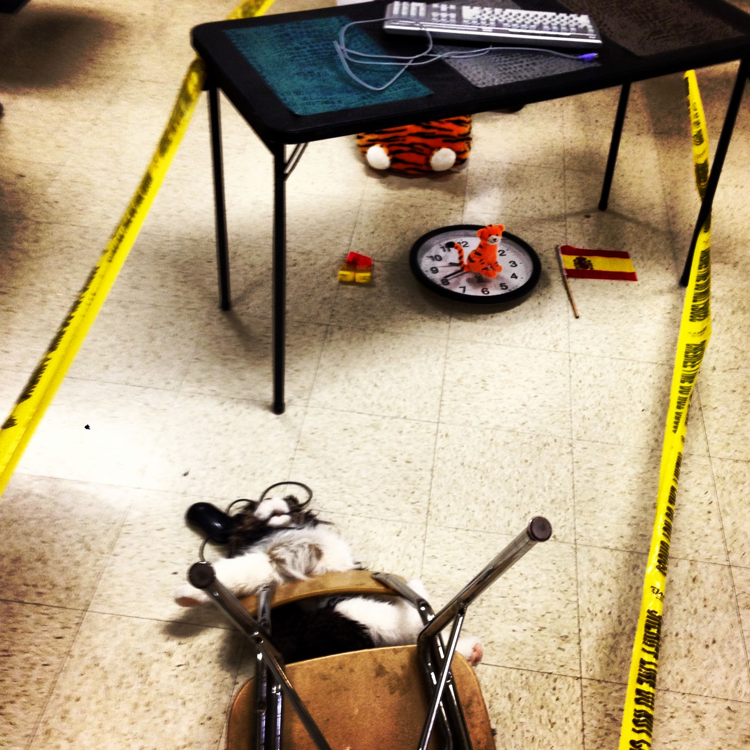 007 Preposition crime scene in Spanish class. Students use