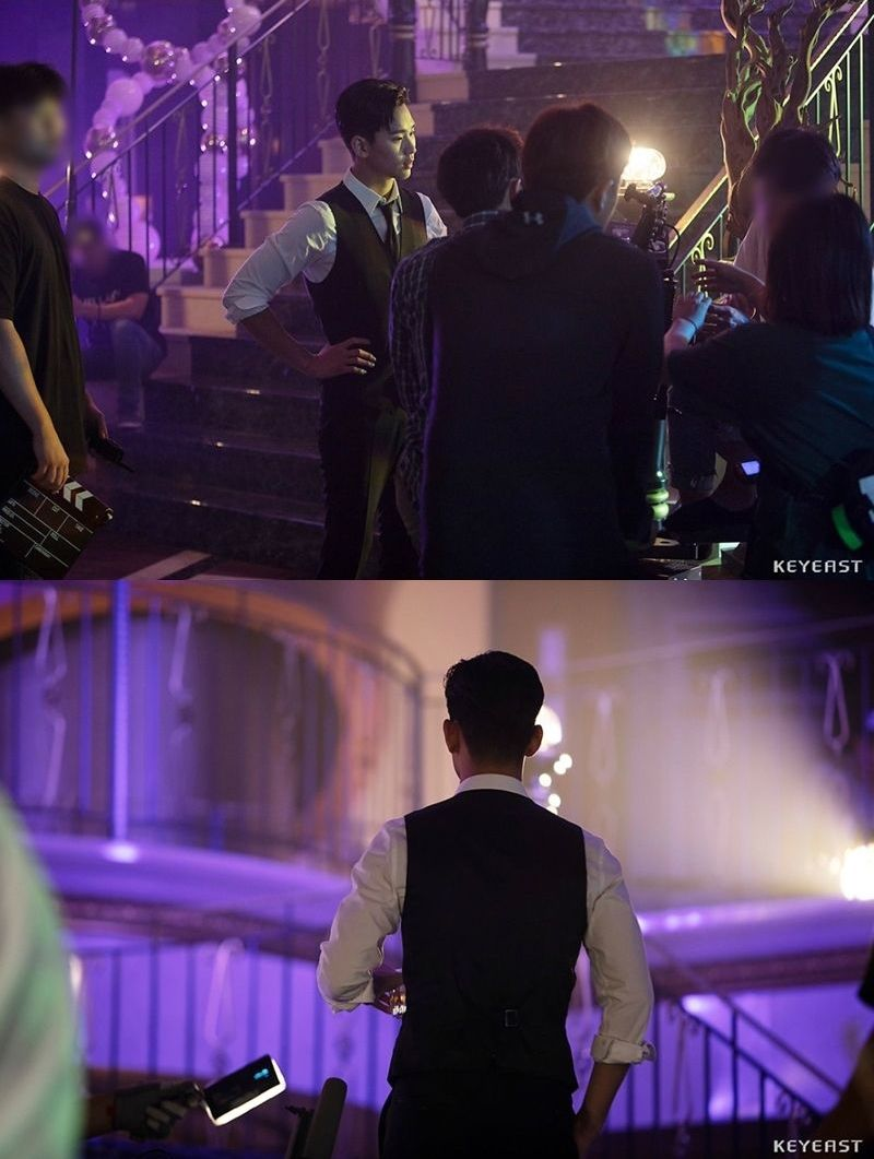 Kim Soo Hyun Is Dashing In Behind The Scenes Look At His Cameo In Hotel Del Luna Soompi Kim Soo Hyun Hotel Del Kim