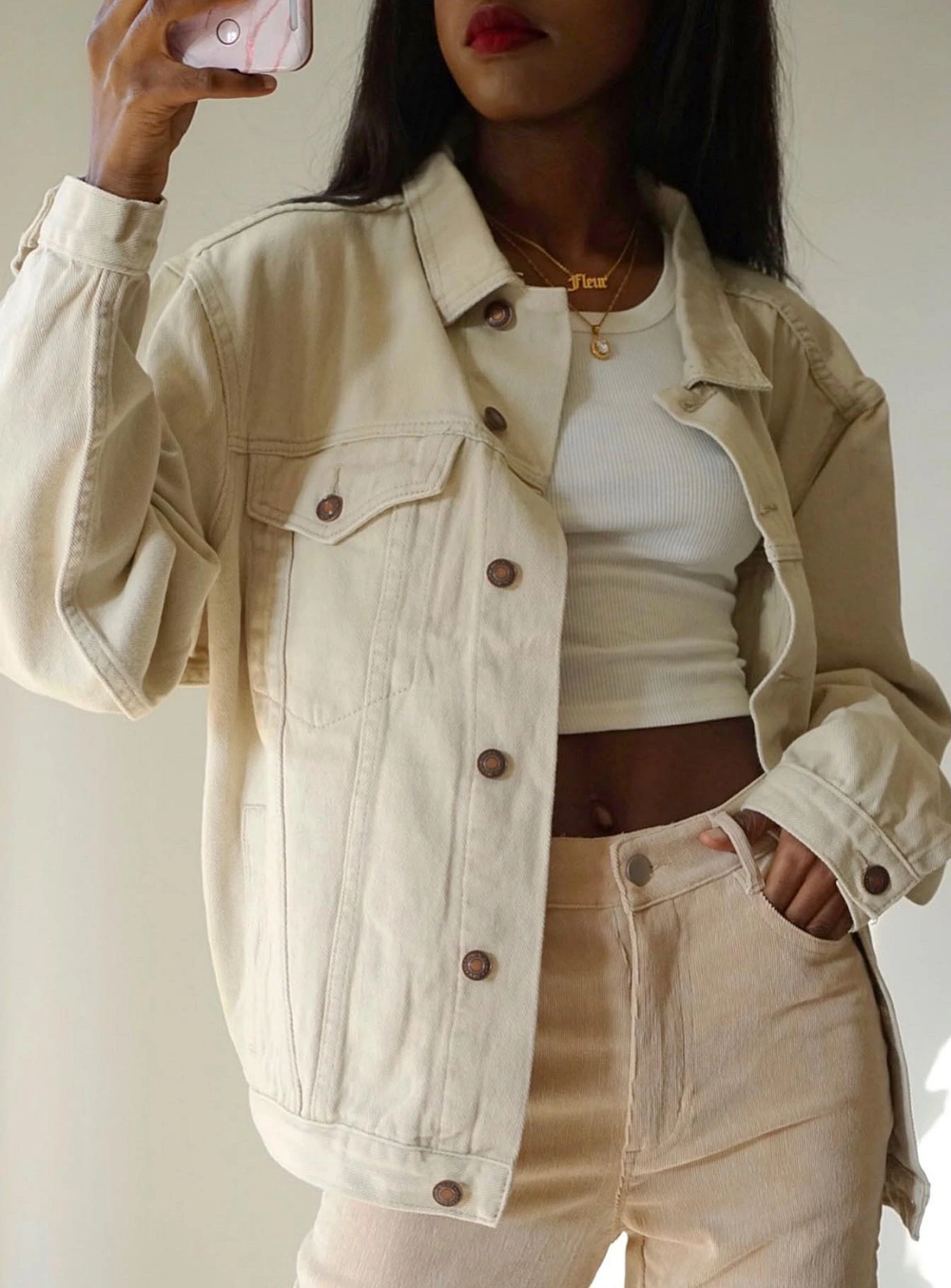 Western Denim Jacket Beige White Denim Jacket Outfit Fashion Inspo Outfits Beige Outfit [ 1354 x 1000 Pixel ]
