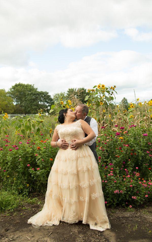 Real Plus Size Wedding} Fall DIY Wedding in Michigan ...