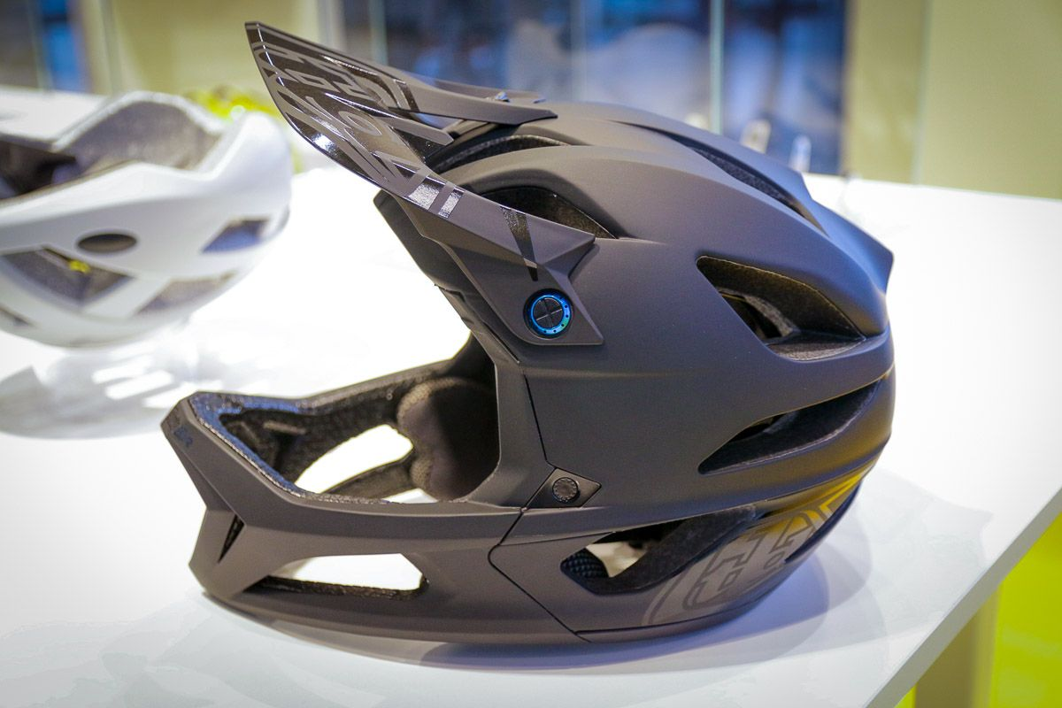 39ce3511217 EB18: Sub 700g Troy Lee Designs Stage MIPS full face helmet landing in  August