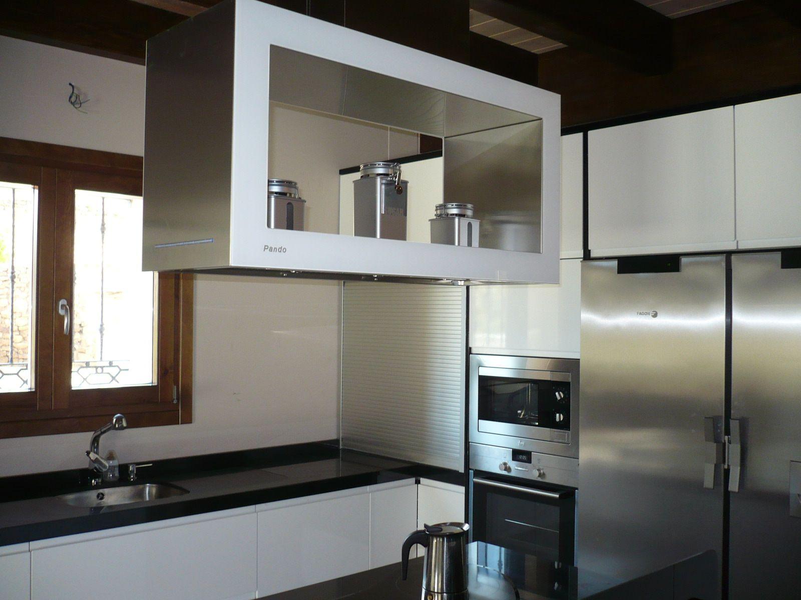 Cocina lacada con campana pando perez vera muebles de for Muebles tormo