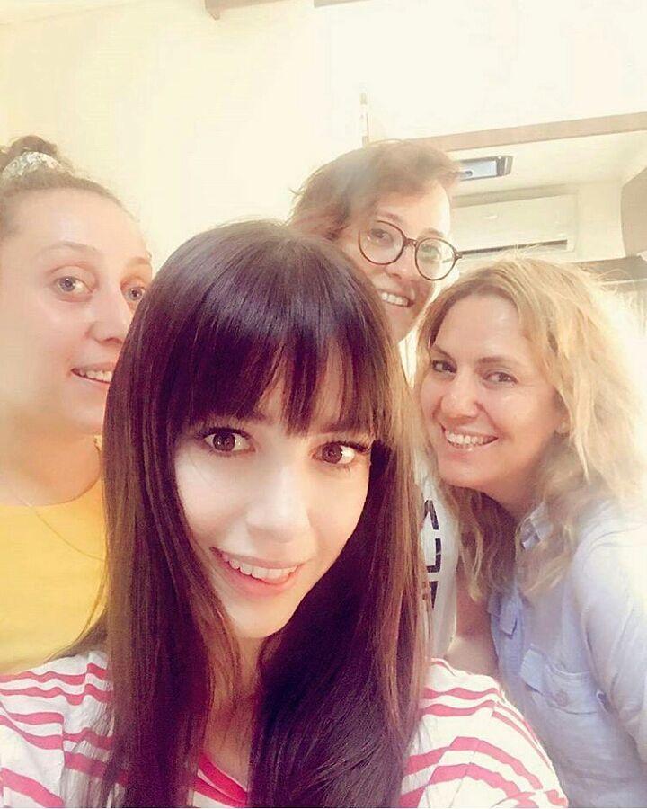 Ozge Gurel Serkan Cayoglu Fdla Ozser Di Instagram So Cute Ozgecangurel Ozgegurel Set Dolunay Women Pearl Earrings Fashion