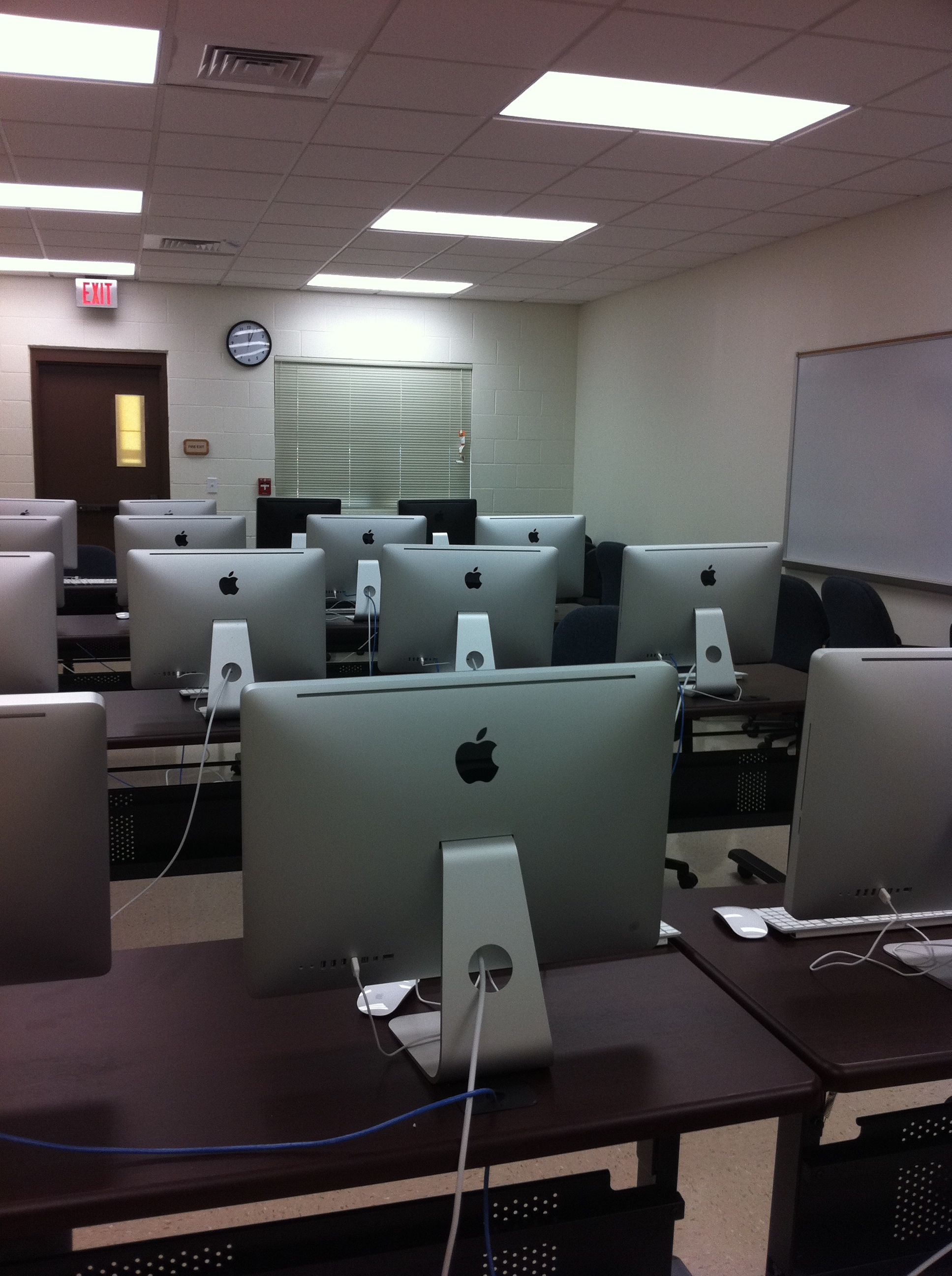 Computer lab at Kauai Community College Office of Continuing
